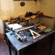 Officina riparazioni: tavolino