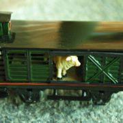 Vagone-bestiame-due-assi-con-frenatore-Marlklin-800x526